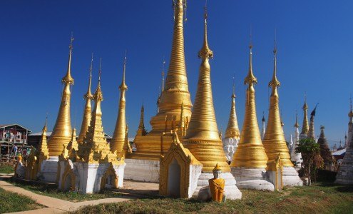 Pagodas near Inle Lake : © Marjie Courtis